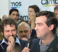 Santiago Nardelli, ganador en las PASO para Diputados provinciales por la Sexta, y Nicolás Vitalini, en los festejos. Foto: La Brújula 24