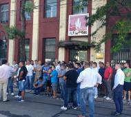 Los trabajadores se enteraron del cierre al llegar a la planta. Foto: La Noticia 1