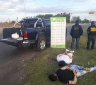 Los detenidos llevaban 16 kilos de droga en la camioneta.