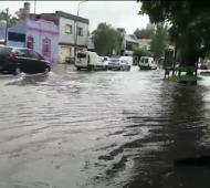 Este jueves la inundación de la avenida Adolfo Alsina. Foto: LaNoticia1.com