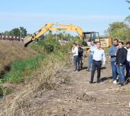 Ituzaingó: Descalzo recorrió trabajos de saneamiento del Arroyo Soto