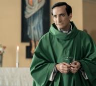 """Juan Minujín como Bergoglio en """"Los dos Papas"""""""