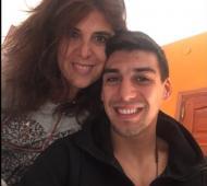 Corvalán junto a su mamá. Foto: Instagram.