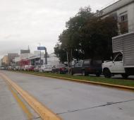 Larga filas de automoviles en el Cruce de Avenida San Martín.