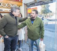 "Zabaleta supervisó la venta de ""pan popular"" a mitad de precio en Hurlingham"